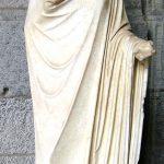 Afrodita Sosandra. 460 a.C. Copia romana de un original en broce realizado por Calamis. Museo Arqueológico de Nápoles