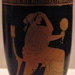 Cerámica con Afrodita sentada y sosteniendo espejo